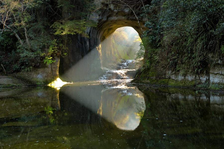 【新宿発】海鮮浜焼き食べ放題と写真映え抜群の濃溝の滝!玉子のつかみ取り&白いとうもろこし狩り付き♪